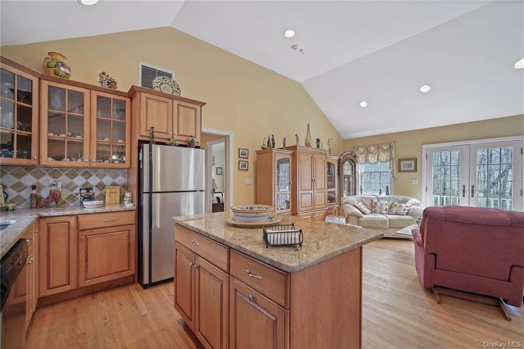 22. Single Family Home for Sale at 1115 Gambelli Drive Yorktown Heights, New York, 10598 United States
