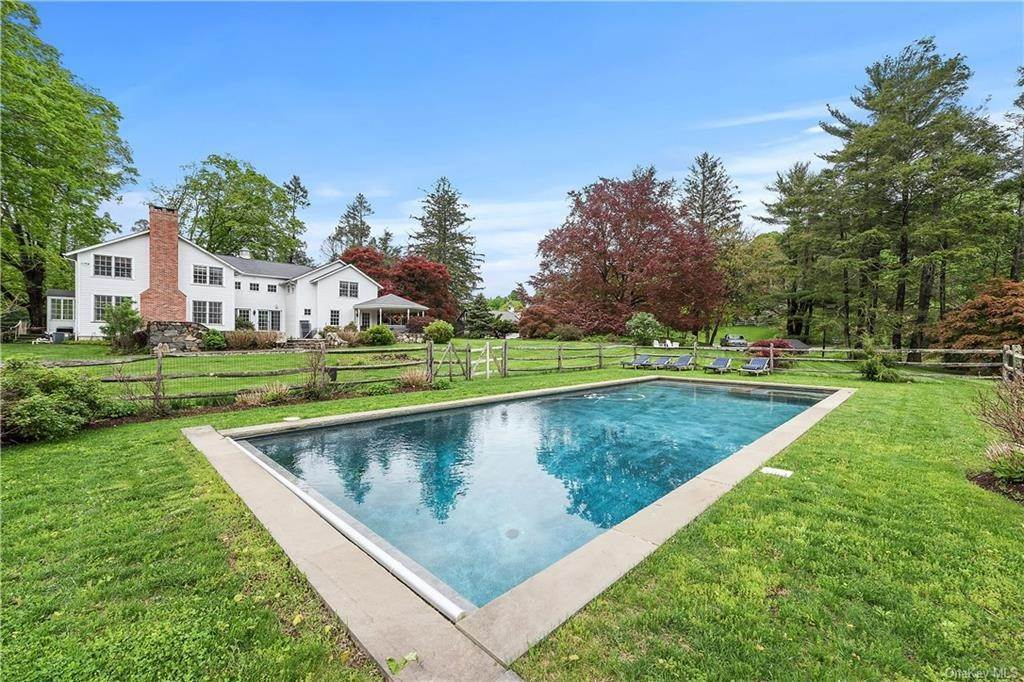 22. Single Family Home for Sale at 9 Great Hill Farms Road Bedford, New York, 10506 United States