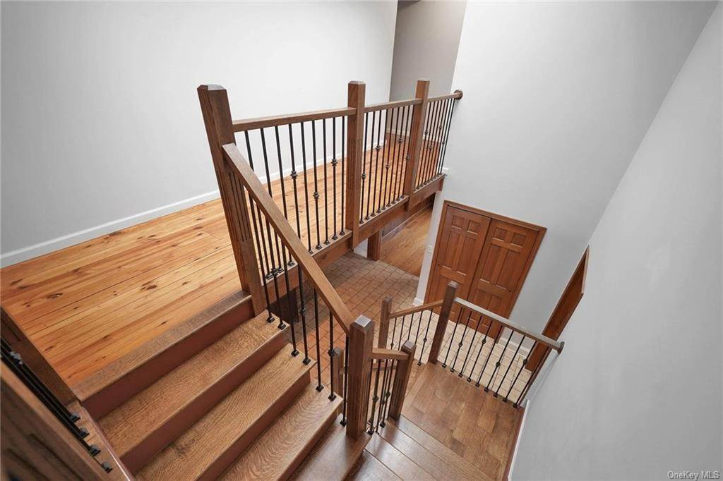 23. Single Family Home for Sale at 1 Mitts Way Campbell Hall, New York, 10916 United States