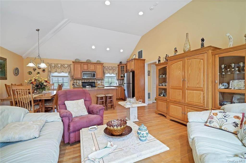 23. Single Family Home for Sale at 1115 Gambelli Drive Yorktown Heights, New York, 10598 United States