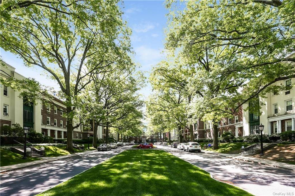 23. Single Family Home for Sale at 10 Brooklands Bronxville, New York, 10708 United States