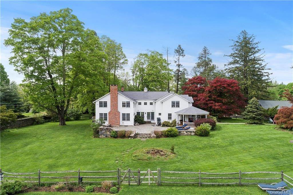 23. Single Family Home for Sale at 9 Great Hill Farms Road Bedford, New York, 10506 United States