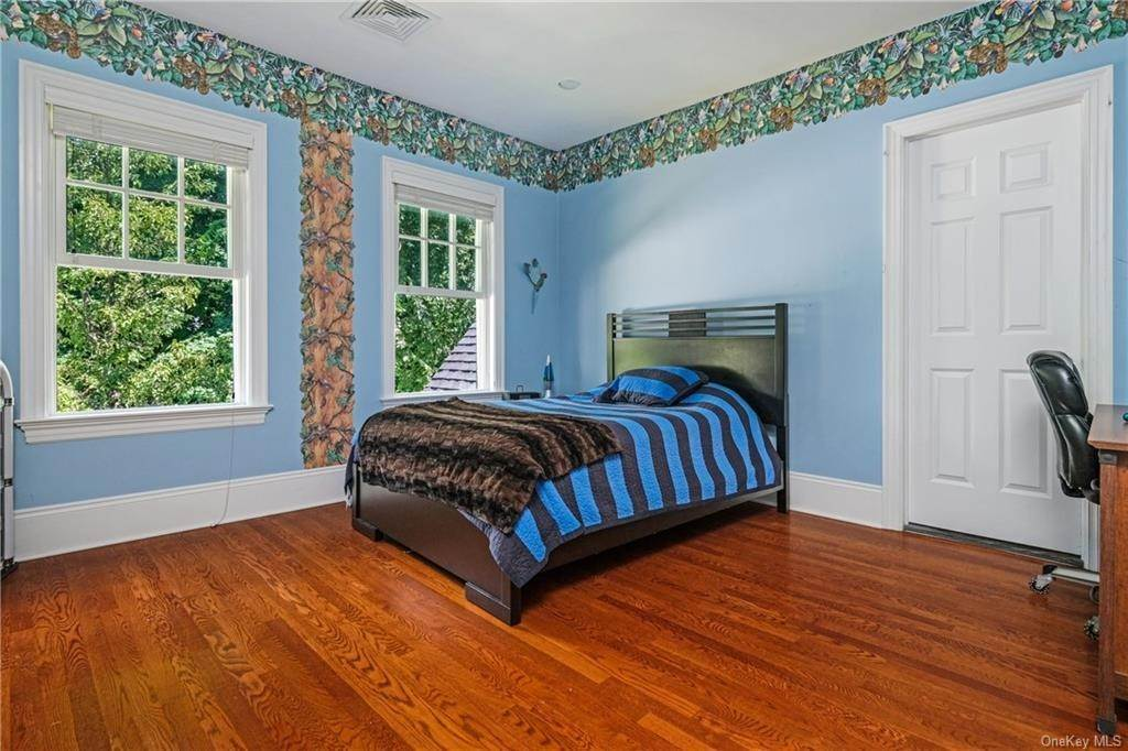 24. Single Family Home for Sale at 8 Roosevelt Place Scarsdale, New York, 10583 United States