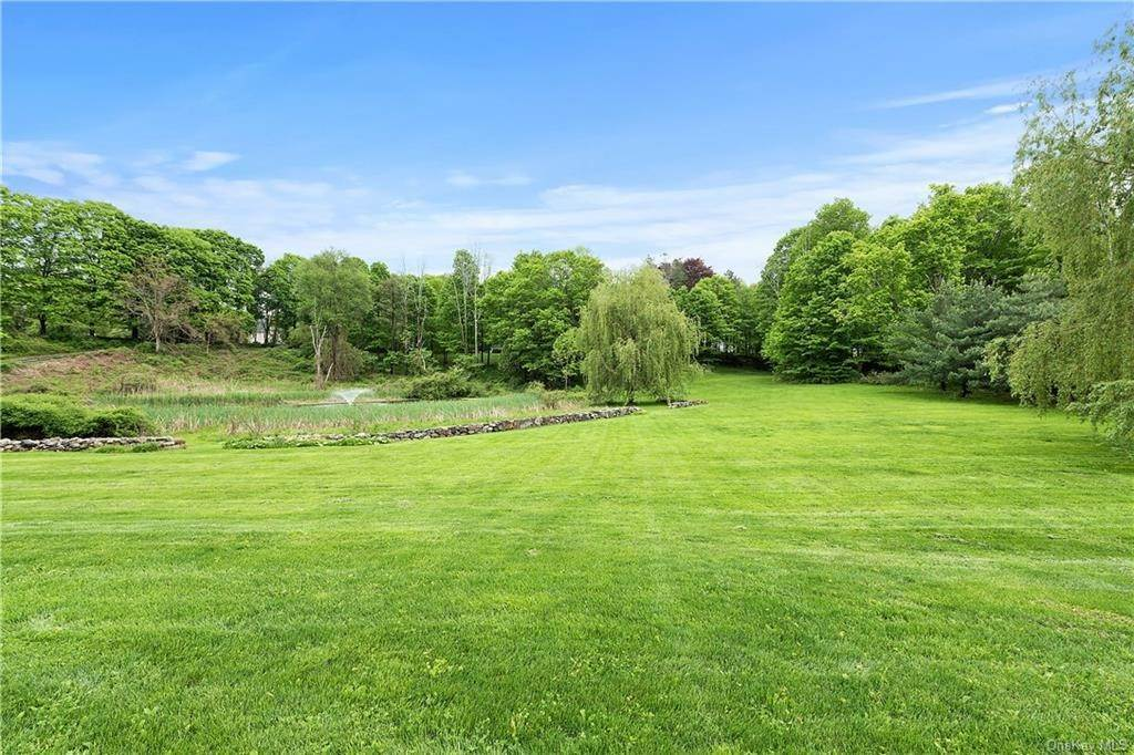 24. Single Family Home for Sale at 9 Great Hill Farms Road Bedford, New York, 10506 United States