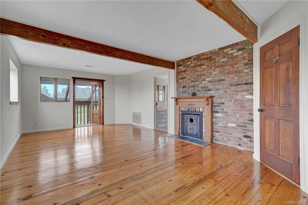 25. Single Family Home for Sale at 1 Mitts Way Campbell Hall, New York, 10916 United States