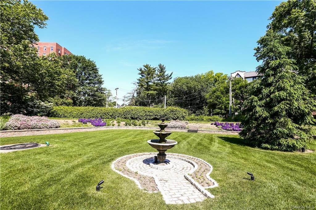 25. Single Family Home for Sale at 10 Brooklands Bronxville, New York, 10708 United States