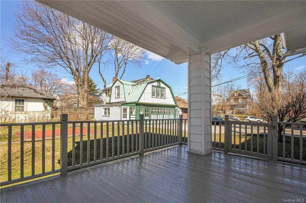 26. Single Family Home for Sale at 22 Hamilton Avenue New Rochelle, New York, 10801 United States