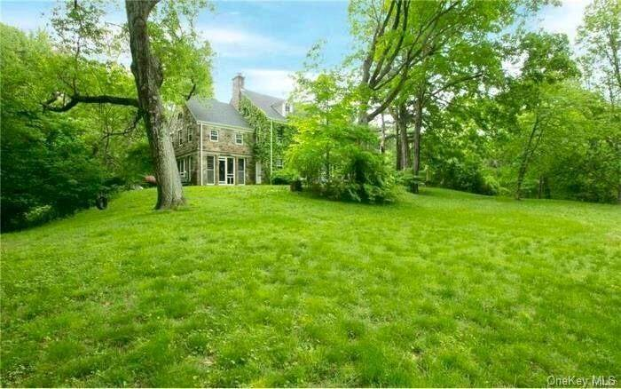 26. Single Family Home for Sale at 116 Hawkes Avenue Ossining, New York, 10562 United States