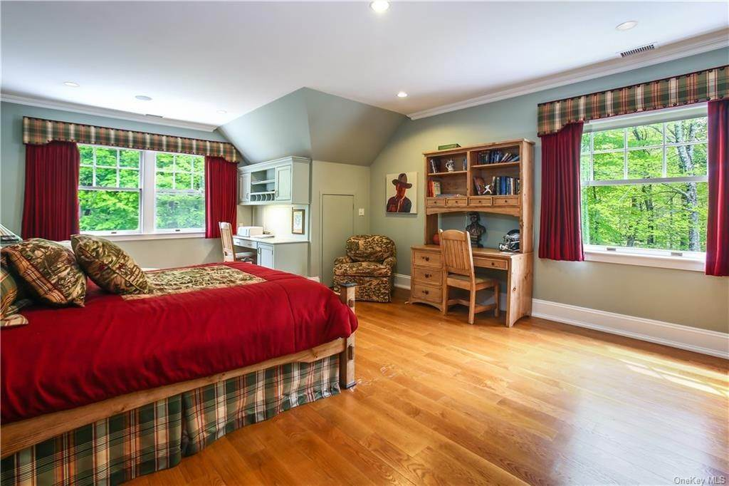 27. Single Family Home for Sale at 284 W Patent Road Bedford Corners, New York, 10549 United States