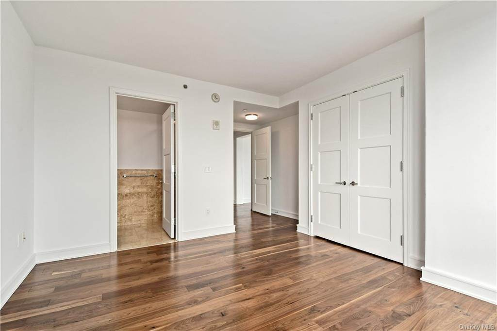 27. Single Family Home для того Продажа на 5 Renaissance Square White Plains, Нью-Йорк, 10601 Соединенные Штаты
