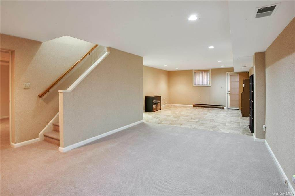 27. Single Family Home for Sale at 55 Hutchinson Boulevard Scarsdale, New York, 10583 United States