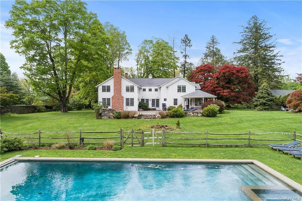27. Single Family Home for Sale at 9 Great Hill Farms Road Bedford, New York, 10506 United States