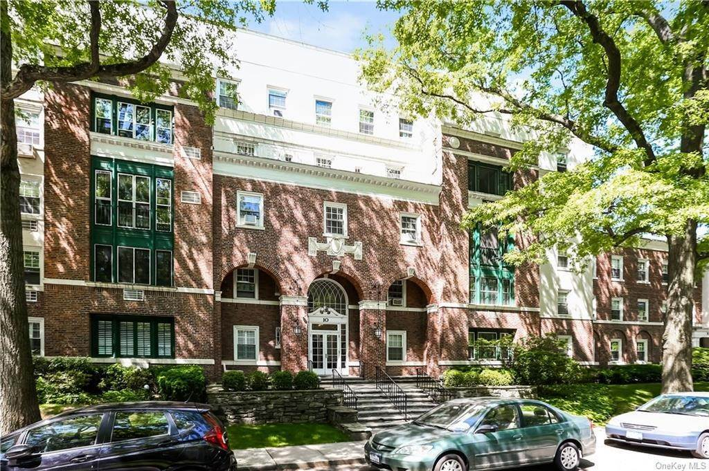 28. Single Family Home for Sale at 10 Brooklands Bronxville, New York, 10708 United States