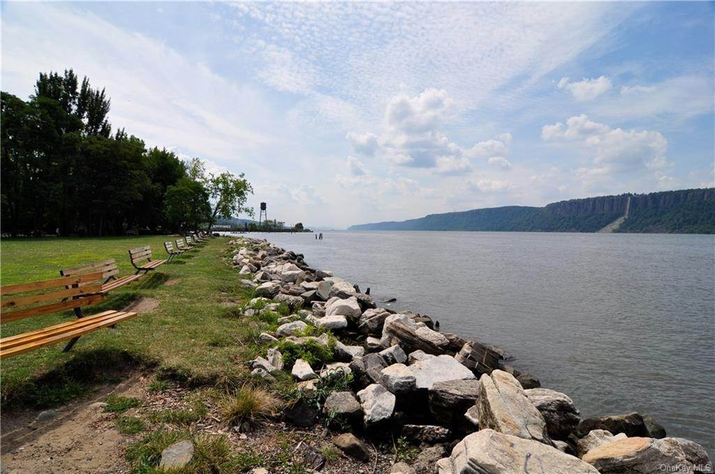 28. Single Family Home for Sale at 45 Main Street Hastings On Hudson, New York, 10706 United States