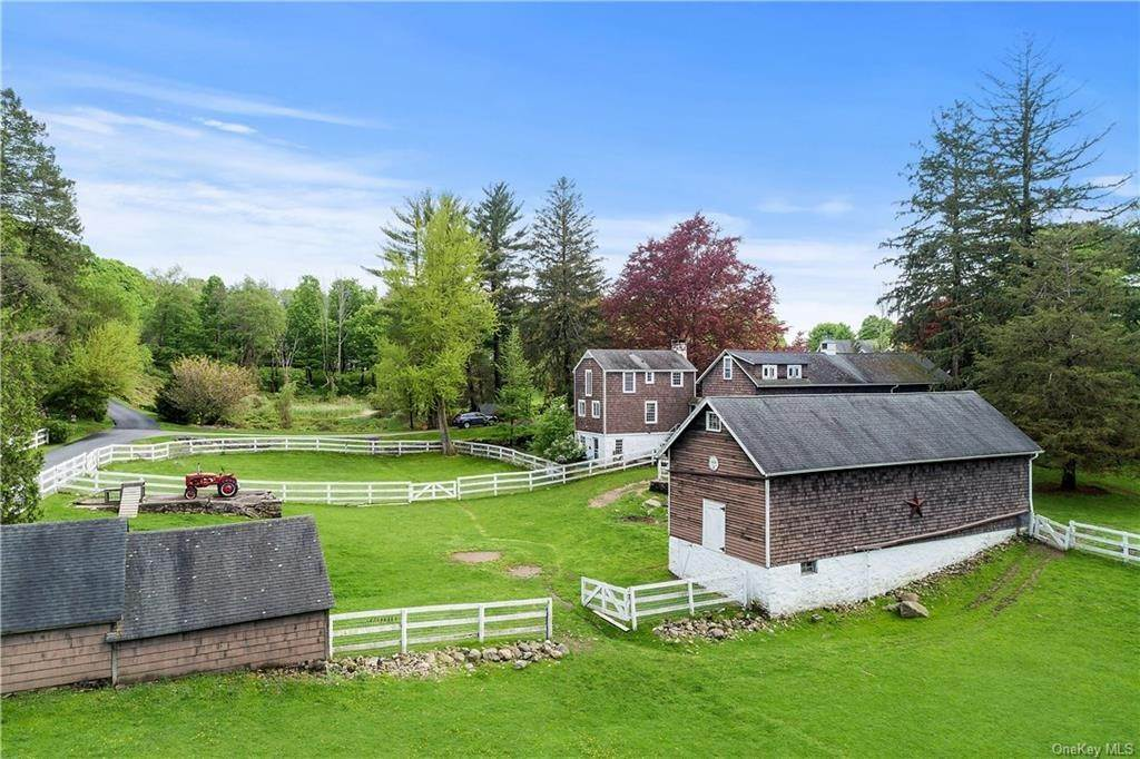 28. Single Family Home for Sale at 9 Great Hill Farms Road Bedford, New York, 10506 United States
