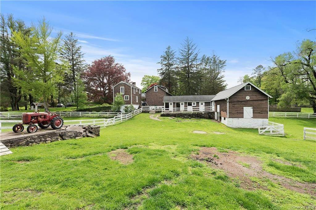 29. Single Family Home for Sale at 9 Great Hill Farms Road Bedford, New York, 10506 United States