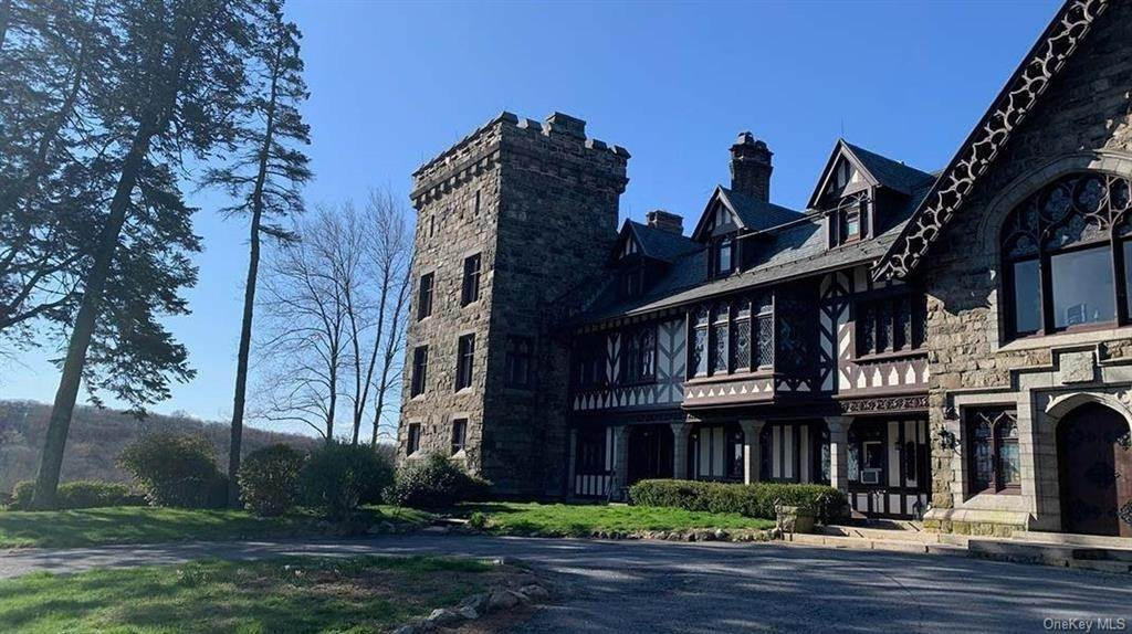 3. Single Family Home for Sale at 61 Crows Nest Road Tuxedo Park, New York, 10987 United States