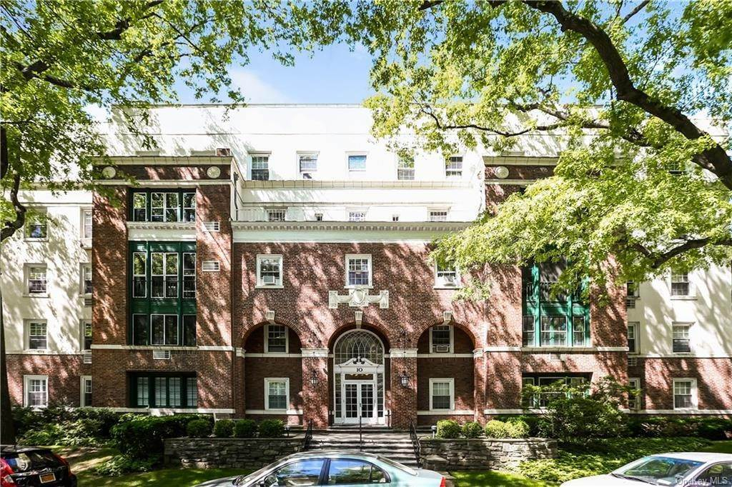 3. Single Family Home for Sale at 10 Brooklands Bronxville, New York, 10708 United States