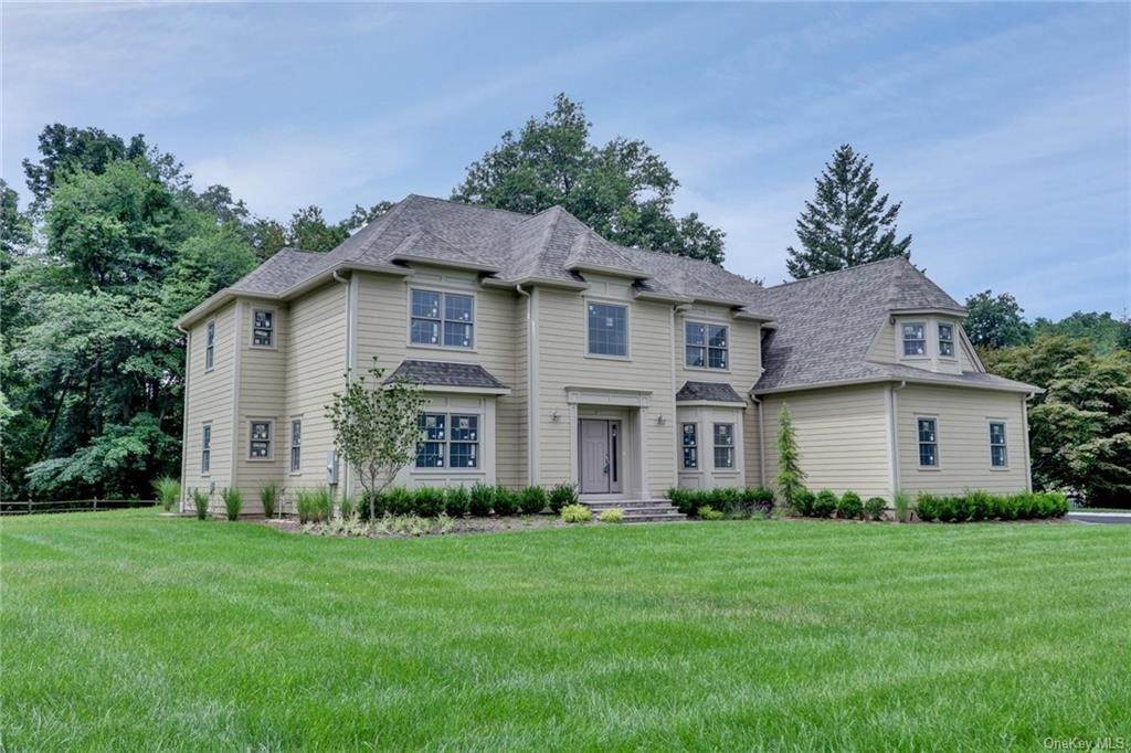 3. Single Family Home for Sale at 13 Stone Meadow Lane Airmont, New York, 10901 United States