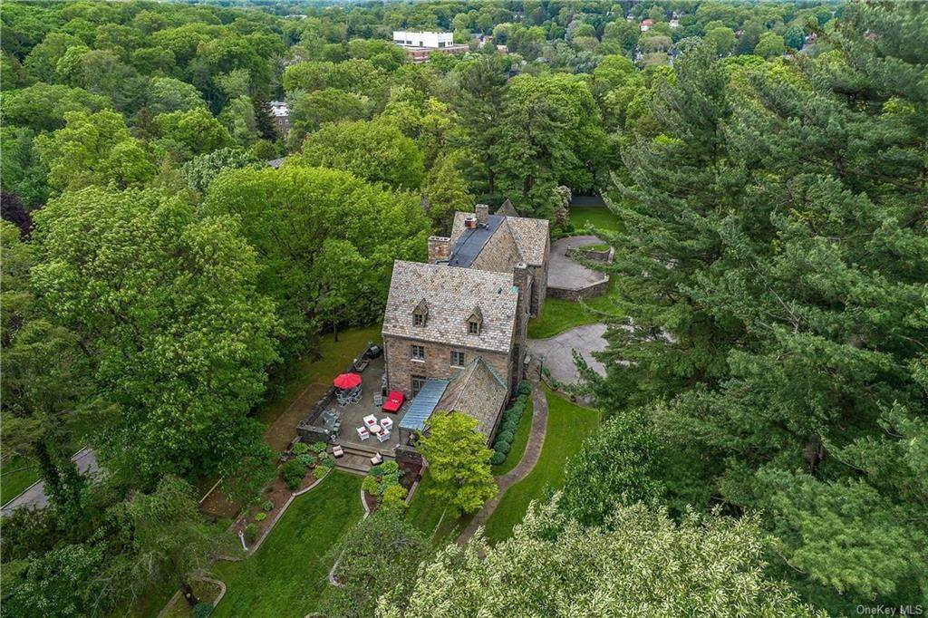 31. Single Family Home for Sale at 35 Durham Road Bronxville, New York, 10708 United States
