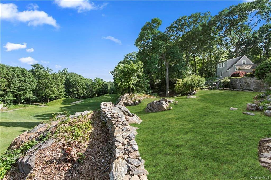 31. Single Family Home for Sale at 10 Frog Rock Road Armonk, New York, 10504 United States