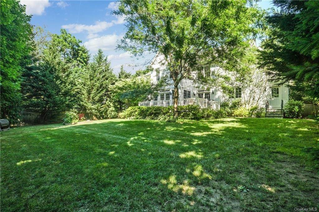 31. Single Family Home for Sale at 8 Roosevelt Place Scarsdale, New York, 10583 United States
