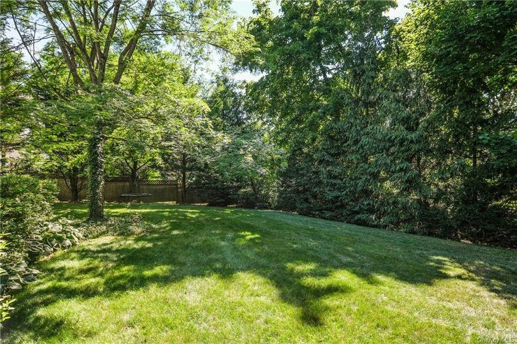 32. Single Family Home for Sale at 8 Roosevelt Place Scarsdale, New York, 10583 United States
