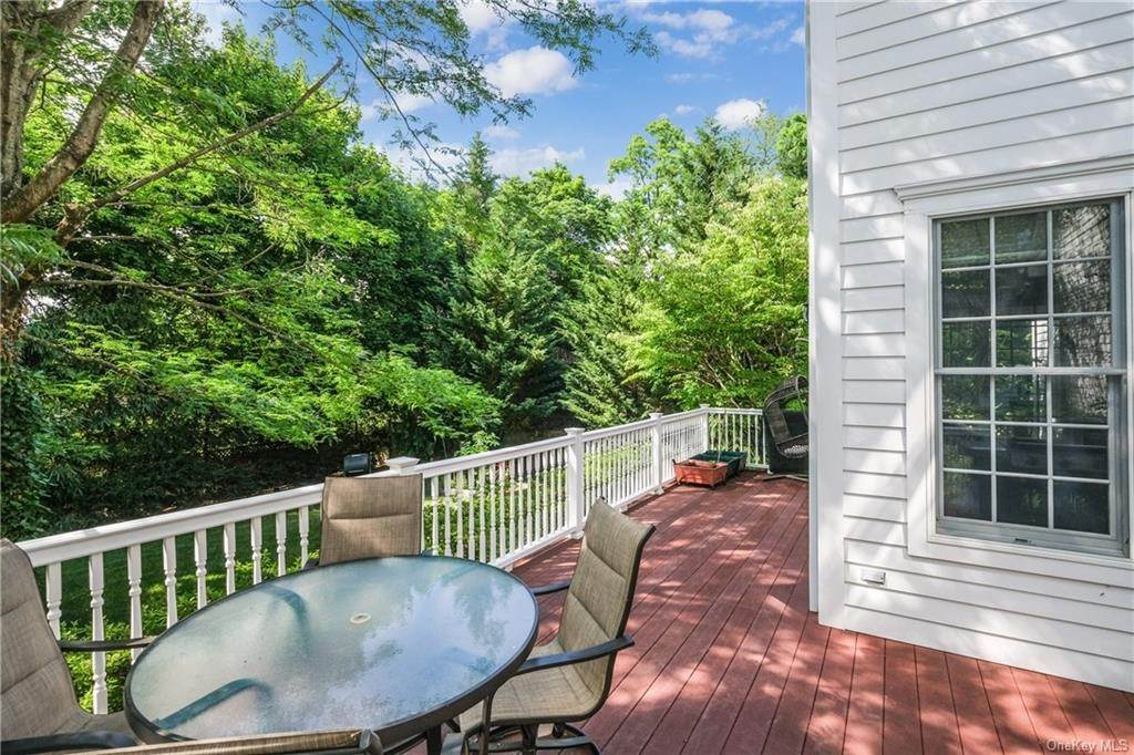 33. Single Family Home for Sale at 8 Roosevelt Place Scarsdale, New York, 10583 United States