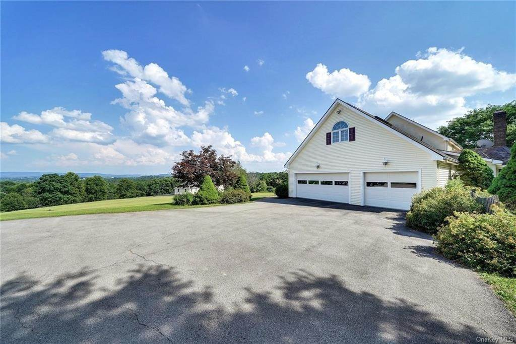 34. Single Family Home for Sale at 3 Lake View Drive Goshen, New York, 10924 United States