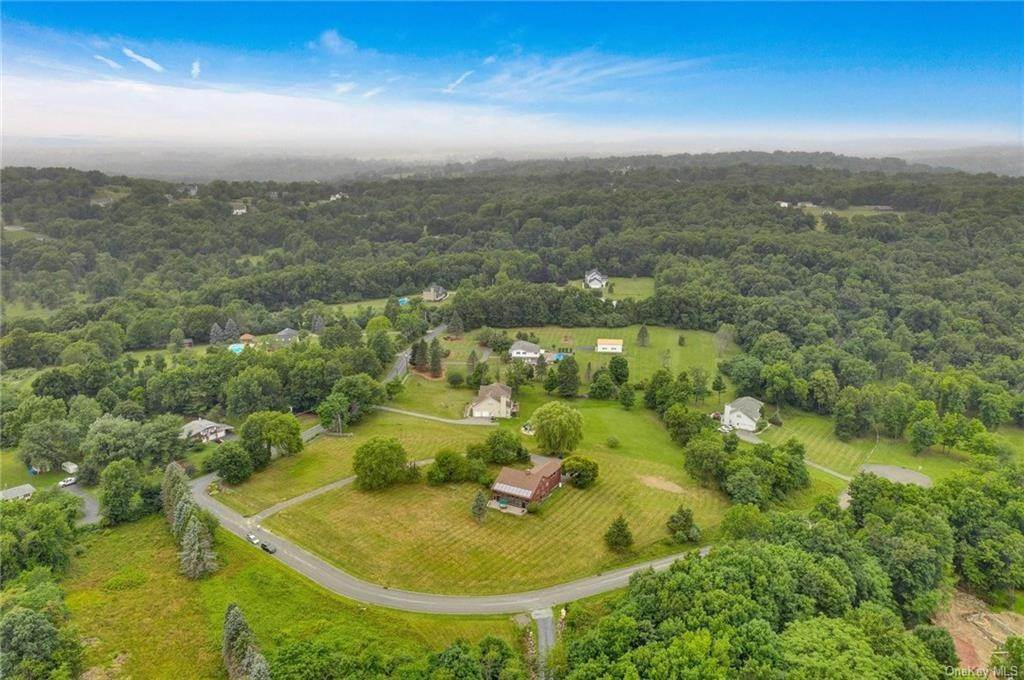 36. Single Family Home for Sale at 1 Mitts Way Campbell Hall, New York, 10916 United States