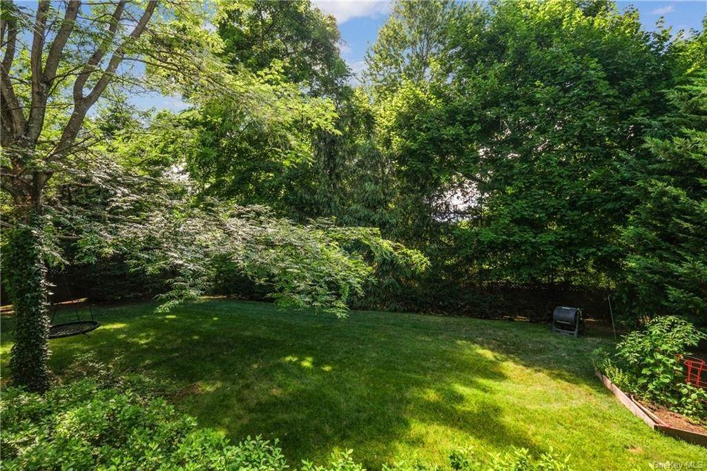36. Single Family Home for Sale at 8 Roosevelt Place Scarsdale, New York, 10583 United States