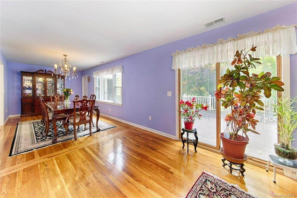 4. Single Family Home for Sale at 1 Mayfair Road Elmsford, New York, 10523 United States