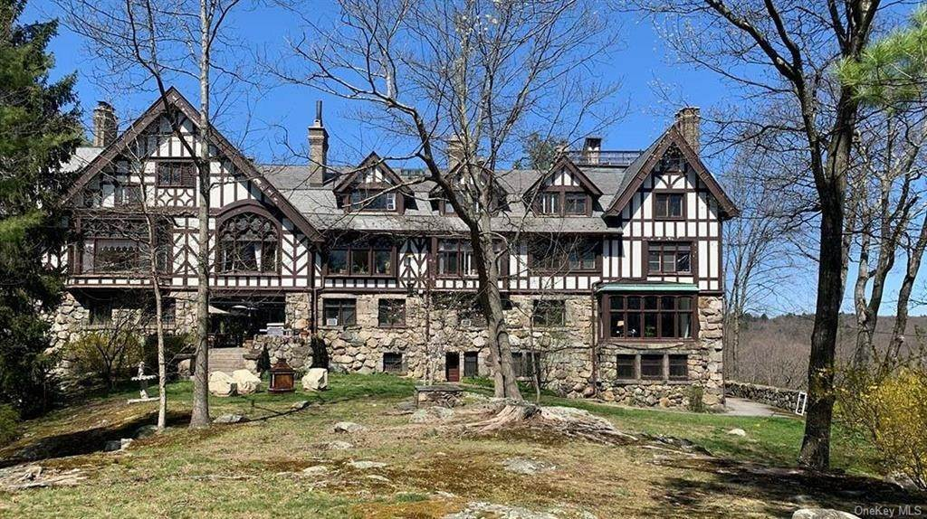 4. Single Family Home for Sale at 61 Crows Nest Road Tuxedo Park, New York, 10987 United States