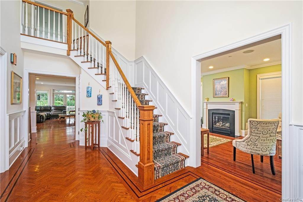 4. Single Family Home for Sale at 8 Roosevelt Place Scarsdale, New York, 10583 United States