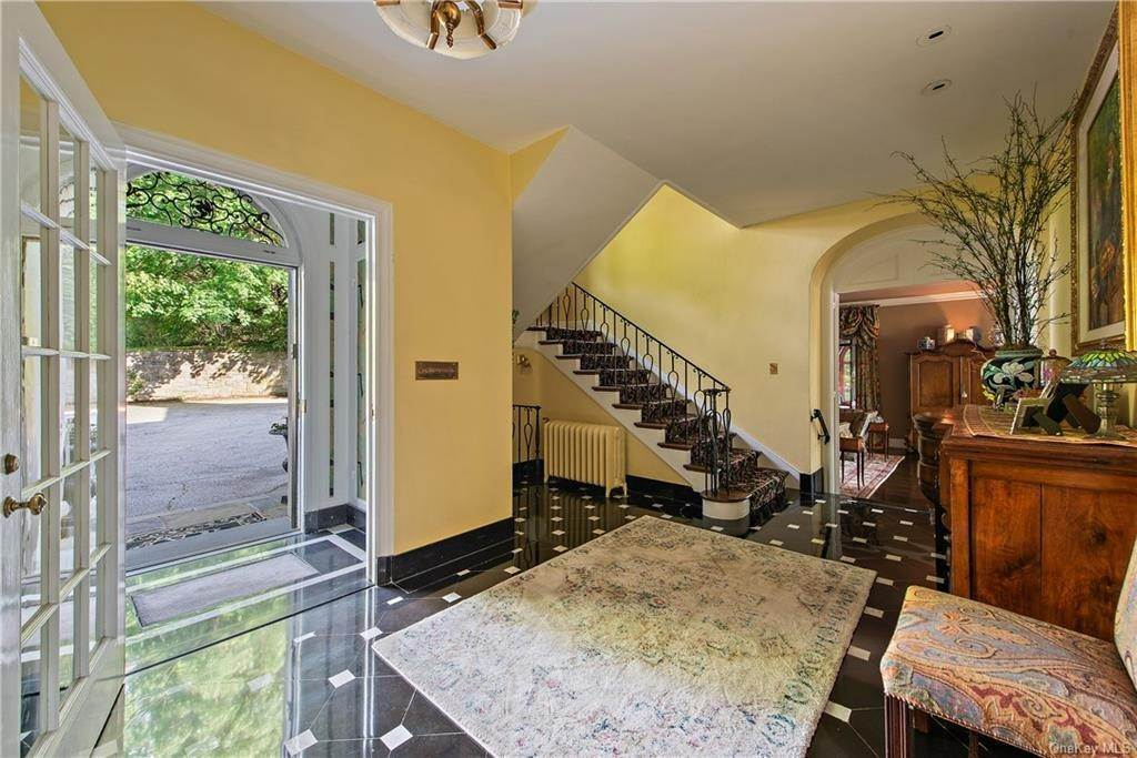 5. Single Family Home for Sale at 35 Durham Road Bronxville, New York, 10708 United States