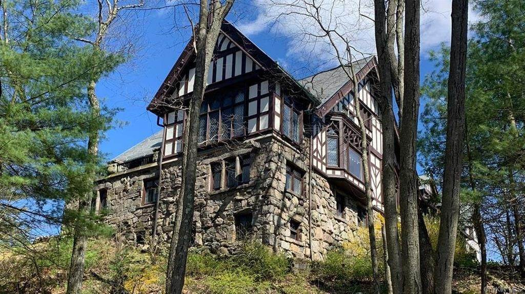 5. Single Family Home for Sale at 61 Crows Nest Road Tuxedo Park, New York, 10987 United States