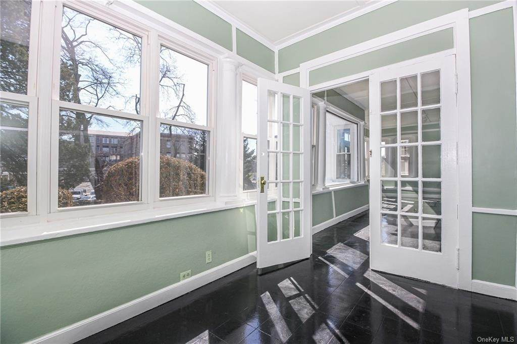 5. Single Family Home for Sale at 22 Hamilton Avenue New Rochelle, New York, 10801 United States
