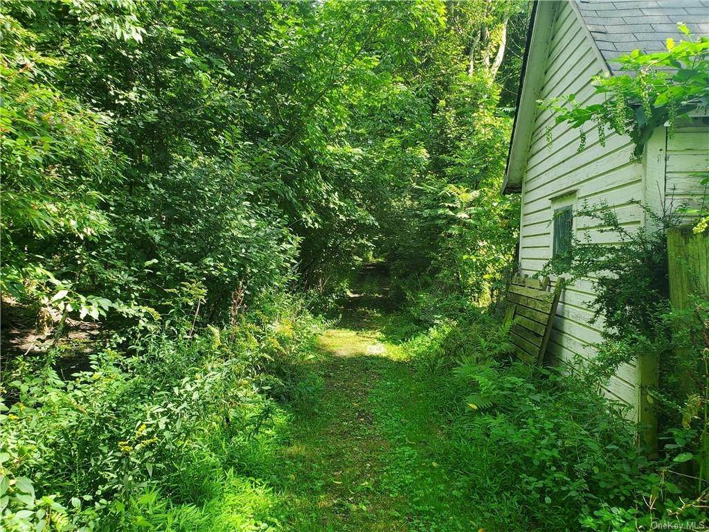 5. Single Family Home for Sale at 24 Guymard Turnpike Cuddebackville, New York, 12729 United States