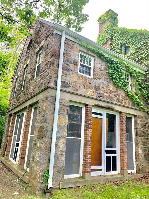 5. Single Family Home for Sale at 116 Hawkes Avenue Ossining, New York, 10562 United States