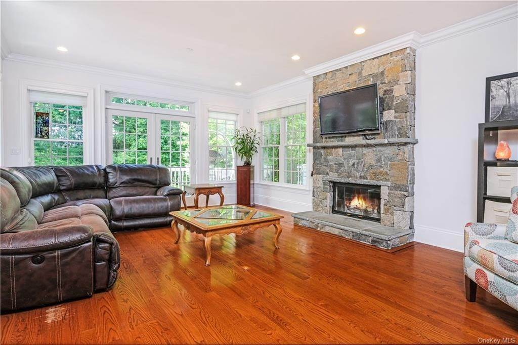5. Single Family Home for Sale at 8 Roosevelt Place Scarsdale, New York, 10583 United States