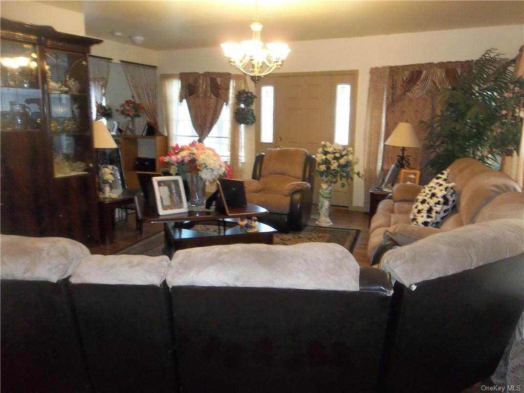 5. Single Family Home for Sale at 33 Ramapo Road Garnerville, New York, 10923 United States