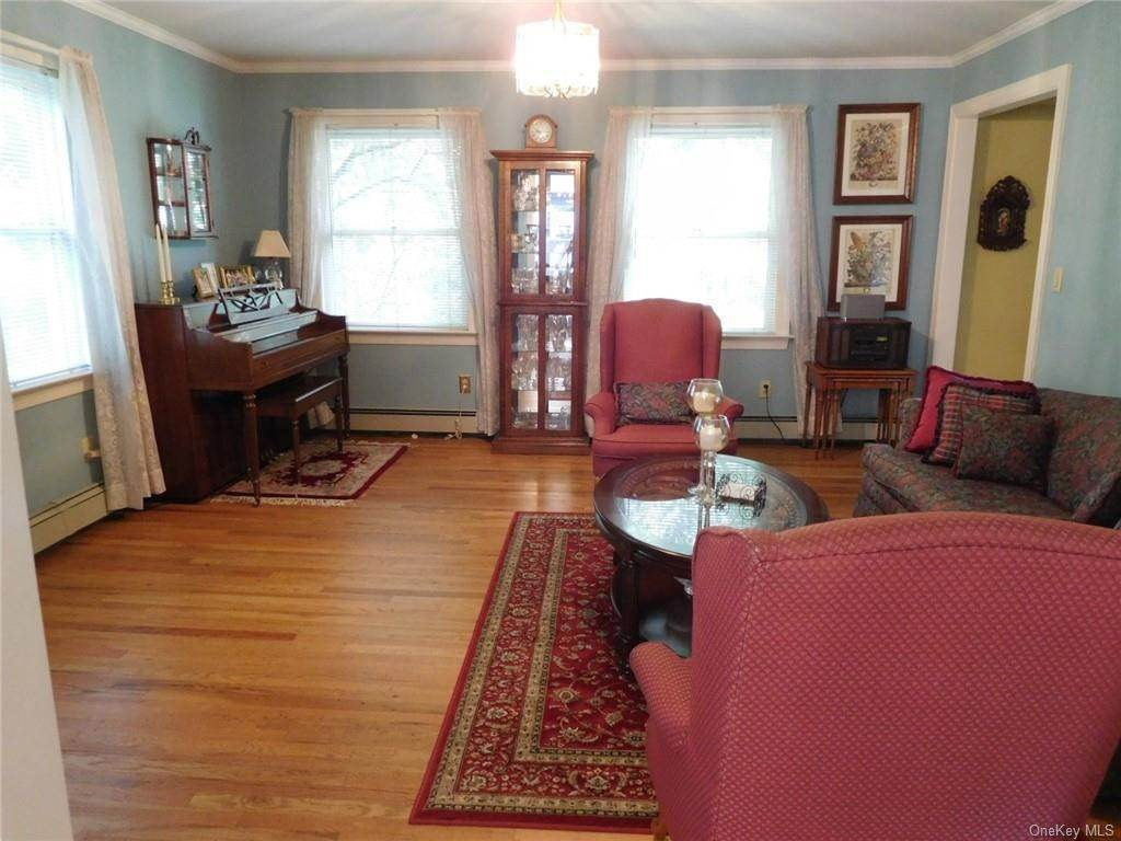 6. Single Family Home for Sale at 99 Rockledge Road Bronxville, New York, 10708 United States