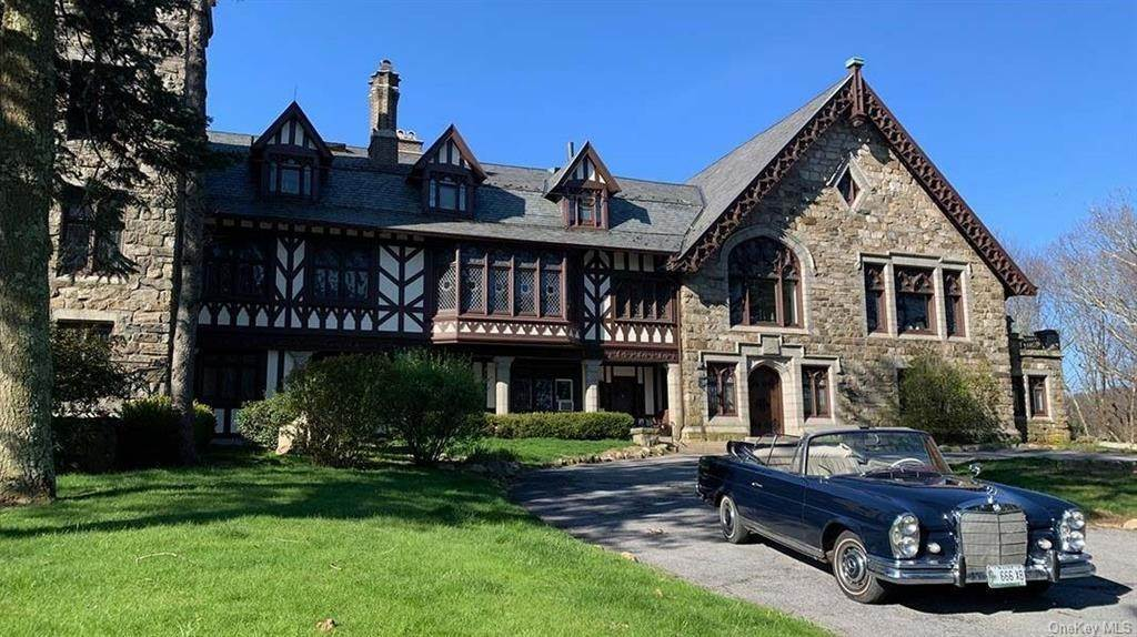6. Single Family Home for Sale at 61 Crows Nest Road Tuxedo Park, New York, 10987 United States
