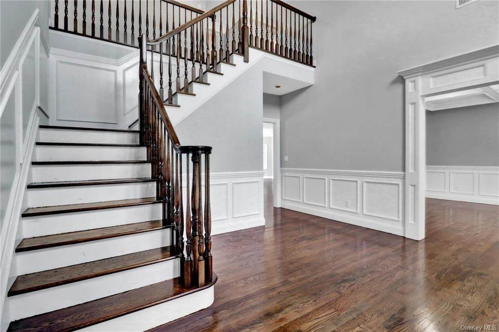 6. Single Family Home for Sale at 13 Stone Meadow Lane Airmont, New York, 10901 United States