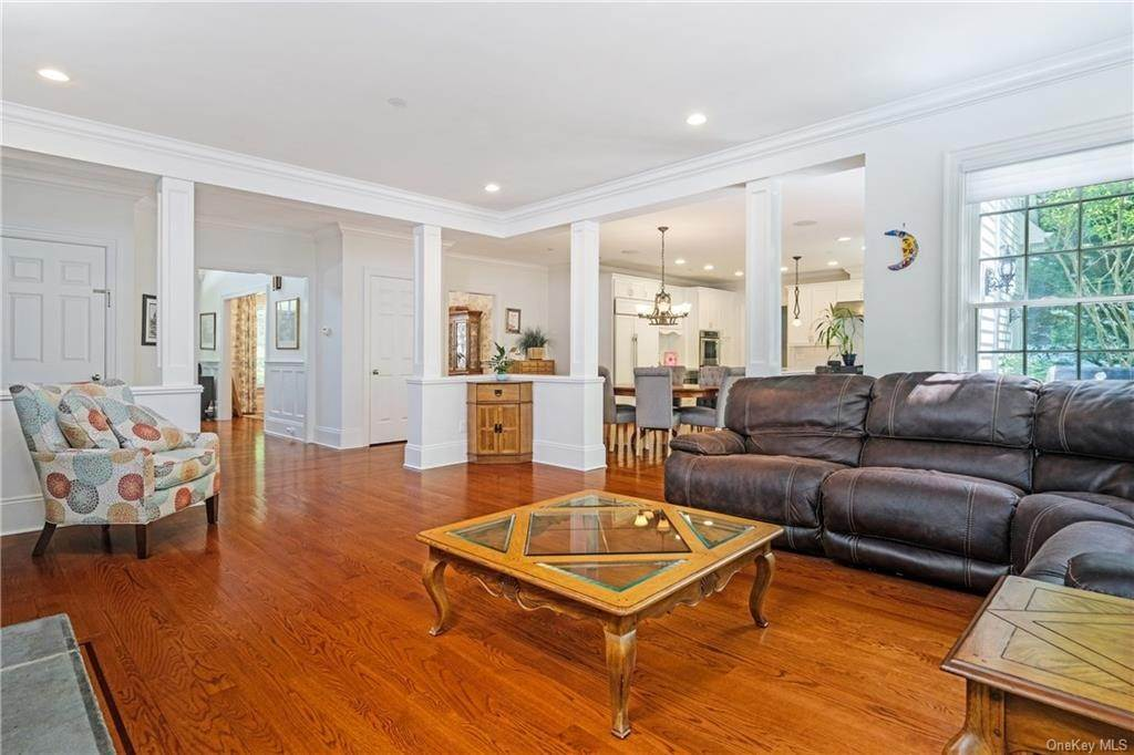 6. Single Family Home for Sale at 8 Roosevelt Place Scarsdale, New York, 10583 United States