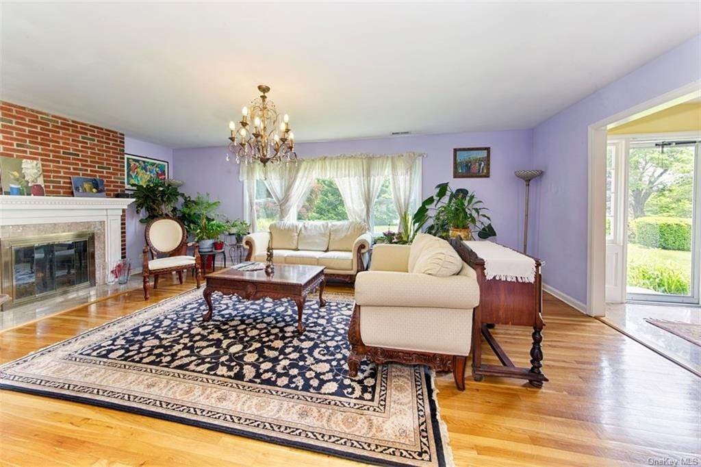 7. Single Family Home for Sale at 1 Mayfair Road Elmsford, New York, 10523 United States