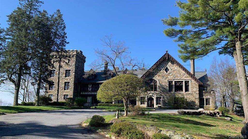 7. Single Family Home for Sale at 61 Crows Nest Road Tuxedo Park, New York, 10987 United States