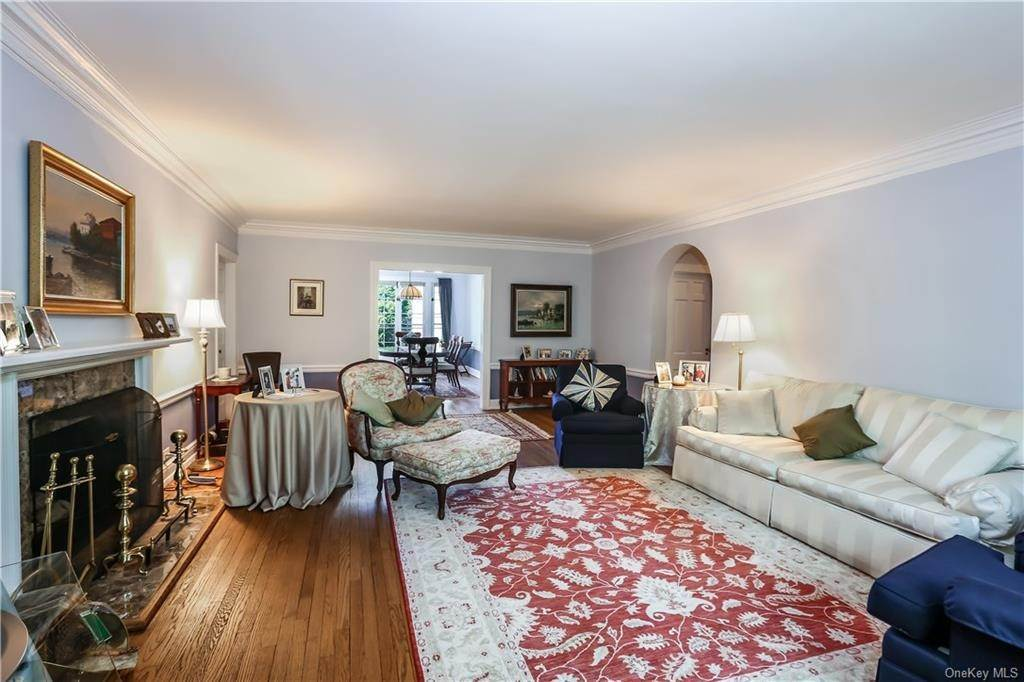 7. Single Family Home for Sale at 10 Brooklands Bronxville, New York, 10708 United States