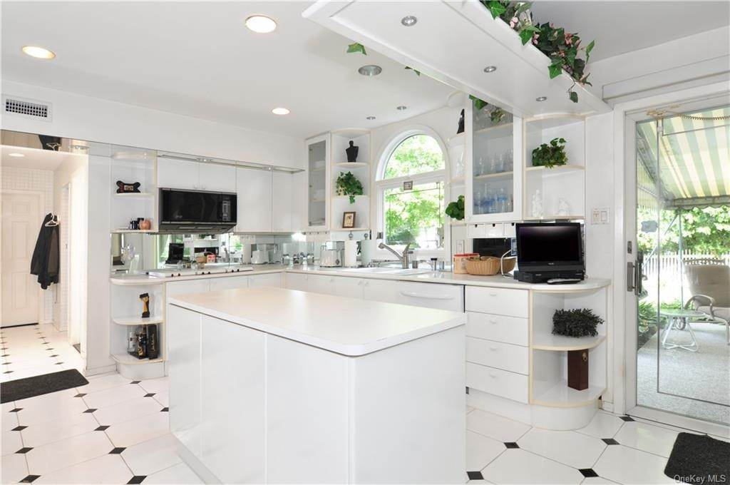 7. Single Family Home for Sale at 55 Hutchinson Boulevard Scarsdale, New York, 10583 United States