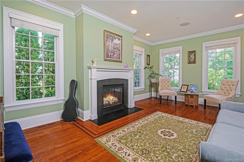 7. Single Family Home for Sale at 8 Roosevelt Place Scarsdale, New York, 10583 United States